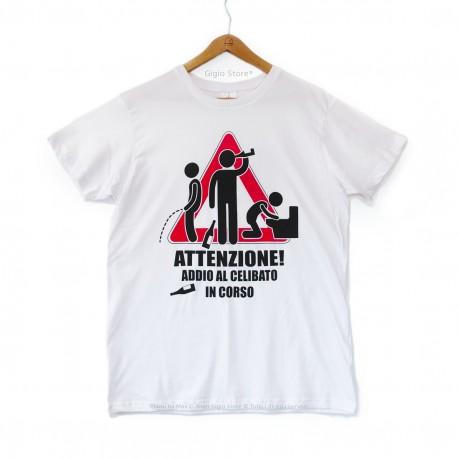Gigio Store Maglietta Attenzione Addio al Celibato in Corso T-Shirt Matrimonio Sposi Amici Sposo colore bianco manica corta